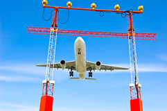 El viajar del aeroplano del avión de pasajeros Fotos de archivo libres de regalías