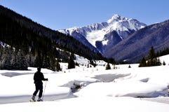 El viajar del esquí del país posterior Imagen de archivo