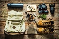 El viajar - embalaje que se prepara para el concepto del viaje de la aventura Foto de archivo libre de regalías