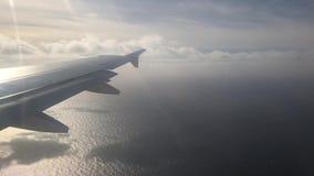 El viajar en el avión almacen de metraje de vídeo