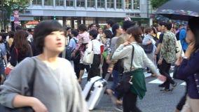 el viajar 4K de la intersección asiática Tokio de Shibuya del paso de peatones de la muchedumbre almacen de metraje de vídeo