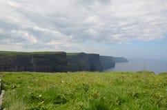 El viajar a través de Irlanda hermosa en la primavera de 2016 imagenes de archivo