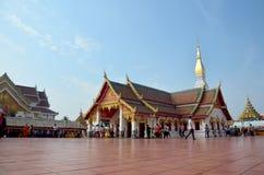 El viaje de la gente tailandesa y del viajero visita caminar y ruega Chedi y Fotografía de archivo libre de regalías