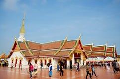 El viaje de la gente tailandesa y del viajero visita caminar y ruega Chedi y Fotos de archivo