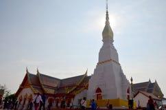 El viaje de la gente tailandesa y del viajero visita caminar y ruega Chedi y Imágenes de archivo libres de regalías
