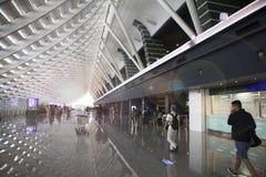 El viaje del día de fiesta, aduanas del aeropuerto, el sol salpicó en el pasillo Imagen de archivo