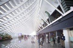 El viaje del día de fiesta, aduanas del aeropuerto, el sol salpicó en el pasillo Fotografía de archivo