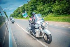 El viaje del equipo del motorista en las motocicletas, dedicado a la acción contra d Fotografía de archivo