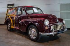 El viajero 1000 de Morris Minor del coche del Subcompact madera-enmarcó el estado, 1968 fotos de archivo libres de regalías