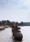 el viajero viene pueblo de la tribu de la colina de la visita Fotos de archivo libres de regalías