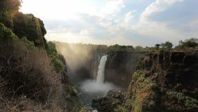 El Victoria Falls con la niebla del agua