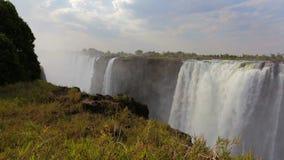 El Victoria Falls con la niebla del agua almacen de metraje de vídeo