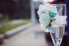 El vidrio agradable de champán coloca boda exterior sola Imagen de archivo libre de regalías