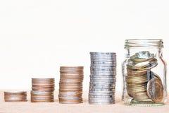El vidrio de gama de la moneda y de cuatro polos de monedas en vintage empañó vagos foto de archivo libre de regalías