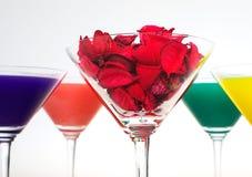 El vidrio de martini aisló en un fondo blanco Imagen de archivo libre de regalías