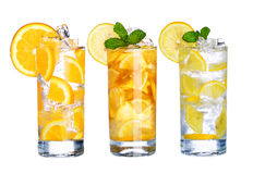 El vidrio de té de hielo frío y la limonada beben la colección aislada Foto de archivo libre de regalías