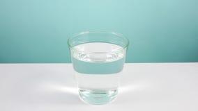 El vidrio del agua pura (2) imagenes de archivo