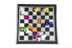 El vidrio del ajedrez se coloca en el tablero fotografía de archivo libre de regalías