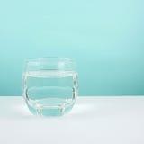 El vidrio medio de agua pura imagen de archivo libre de regalías