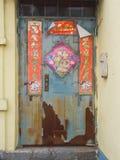 El viejo Año Nuevo chino adorna en puerta principal Imágenes de archivo libres de regalías