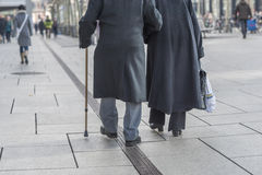 El viejo caminar de los pares Imagen de archivo