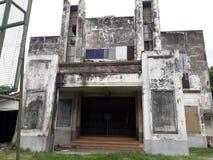 El viejo cine fue abandonado foto de archivo