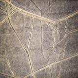 El viejo color gris oscuro reciclado arrugó el fondo de papel de la textura Imagen de archivo