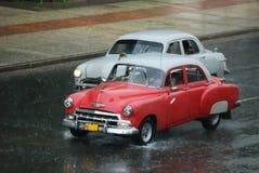 El viejo competir con cubano del taxi Imagenes de archivo