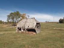 El viejo, decrépito, cabaña de madera del abandono Fotos de archivo