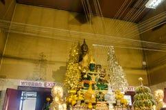 El viejo nombre Luang Phor Pak Daeng de la estatua de Buda para la gente respeta la rogación Imagenes de archivo