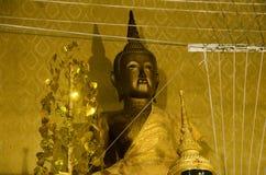 El viejo nombre Luang Phor Pak Daeng de la estatua de Buda para la gente respeta la rogación Imagen de archivo libre de regalías
