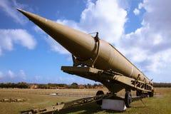 El viejo y roto, rasguñó el buque de los aviones de Unión Soviética, establecido en Cuba, señaló al cielo azul imagen de archivo libre de regalías