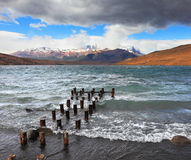 El viento y las ondas en la Laguna Azul Imagen de archivo libre de regalías