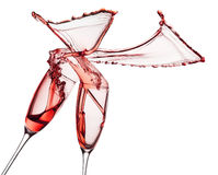 El vino rojo salpica de los vidrios aislados en el fondo blanco Fotografía de archivo libre de regalías