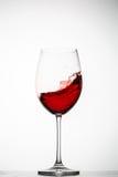 El vino rojo salpica en un vidrio Imagen de archivo libre de regalías