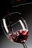 El vino rojo vertió en el vidrio Fotografía de archivo libre de regalías
