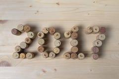 El vino tapa el primer con corcho 2017 Imagenes de archivo