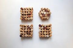 El vino tapa formas del cuadrado con corcho y del círculo foto de archivo libre de regalías