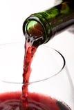 El vino vertió en el vidrio Fotos de archivo