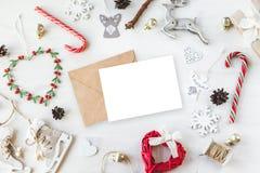 El vintage acogedor entonó la maqueta de la composición de la Navidad de las vacaciones de invierno Imagen de archivo