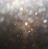 El vintage del brillo enciende el fondo oro oscuro y negro defocused ilustración del vector