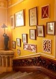 El vintage diseñó pasos de la entrada con la galería del palacio de Bangalore imagen de archivo libre de regalías