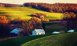 El vintage procesó la foto de los campos y de los hogares de granja en Yor meridional Fotos de archivo libres de regalías