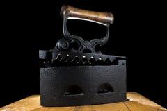 El vintage viste el hierro de carbón de leña Imágenes de archivo libres de regalías