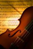 El violín con la cuenta Fotos de archivo