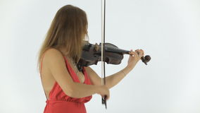 El violinista de la muchacha juega emocionalmente en su musical metrajes