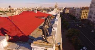 El violinista en el tejado almacen de metraje de vídeo