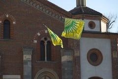 El volar de las banderas Imagenes de archivo