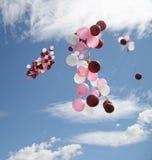 El volar de los globos foto de archivo