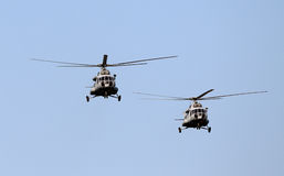 El volar de los helicópteros Fotografía de archivo libre de regalías